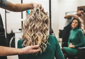 تجنبيها في صالونات التجميل.. 5 طرق تصفيف تضر بصحة الشعر