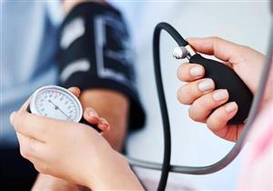 لماذا ينصح الأطباء بقياس ضغط الدم في الذراعين؟.. إليك السبب