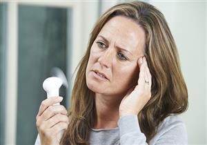 لماذا تتعرض النساء للإصابة بكورونا بعد انقطاع الطمث؟.. دراسة توضح