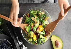 لتجنب زيادة الوزن.. خبيرة تغذية تحدد الأطعمة المفضل تناولها في وجبة العشاء