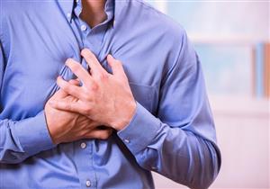 أبرزها ألم الصدر.. 4 علامات تكشف تنذرك بالتعرض لمضاعفات كورونا