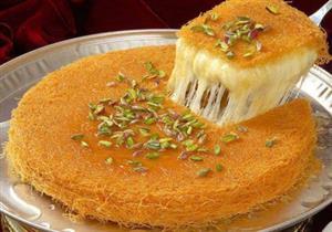 أيهم أفضل للتحلية في رمضان.. كنافة أم فاكهة أم زبدة الفول السوداني؟