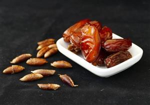 خبيرة تغذية تكشف عن فوائد تناول نواة البلح