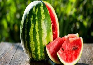 فوائده متعددة.. الصحة تنصح بتناول البطيخ في الطقس الحار