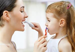 كيف تعوّدين طفلِك على الاهتمام بصحة أسنانه؟