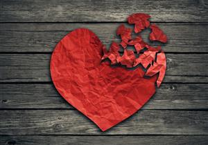 دراسة تكشف العلاقة بين متلازمة القلب المكسور واضطرابات الدماغ