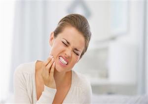 تعاني من الأسنان الحساسة؟.. إليك 4 تغيرات تساعدك على علاجها
