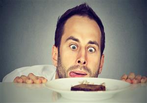 منها تناول الشوكولاتة الداكنة.. 6 طرق للتغلب على الشعور المتكرر بالجوع
