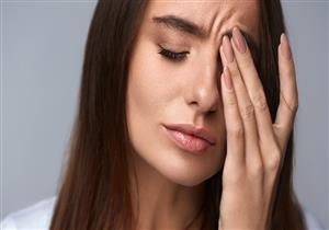 هل يؤثر نقص فيتامين B12 على صحة العين؟