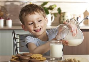 5 أمراض تصيب طفلِك عند الإفراط في الحليب.. إليكِ الحصة اليومية