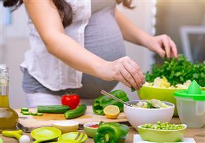 طبيبة تحذر من اتباع الرجيم أثناء الحمل: يهدد الأجنة بأضرار خطيرة