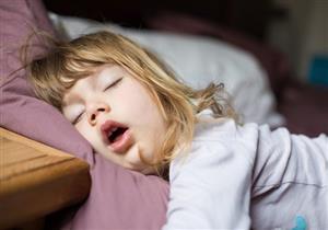 أسباب انسداد الأنف أثناء النوم عند الأطفال.. هل يستدعي زيارة الطبيب؟