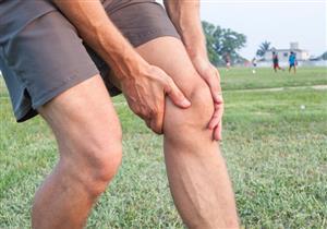 أسبابه متعددة وأعراضه مزعجة.. متى يستدعي التواء الركبة التدخل الجراحي؟