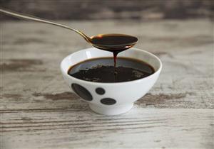 ميحلاش غير بالطحينة.. إليك فوائد العسل الأسود وأضرار الإفراط فيه