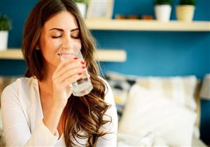 علماء: شرب الماء بانتظام يحارب السمنة ويقي من السكري