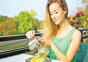 باحثون: الشاي الأخضر مفيد لتقوية الشعر ويقي من تساقطه