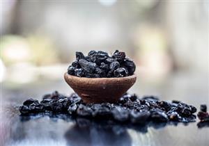ملين طبيعي.. 7 فوائد للزبيب الأسود تجعله فاكهتك المجففة المفضلة