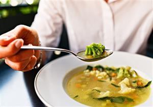 تزيد الوزن.. 5 أخطاء احذر الوقوع فيها عند تناول الحساء