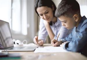 طبيبة نفسية توضح كيفية التعامل مع الأطفال أثناء الدراسة