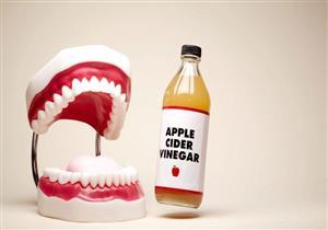 خل التفاح.. هل يساعد على تبييض الأسنان؟