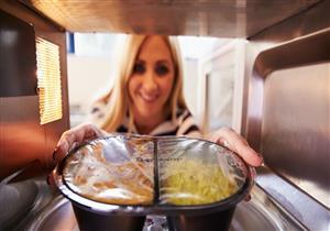 ماذا يحدث لجسمك عند تناول وجبات الميكرويف يوميًا؟