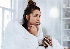 حالتك النفسية تؤثر على وزنك؟.. 8 طرق فعالة لمقاومة الأكل العاطفي