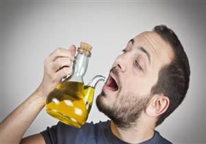 مفيد أم مضر؟.. إليك تأثير شرب زيت الزيتون على جسمك