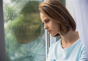 ما سبب سوء الحالة النفسية أثناء التقلبات الجوية؟.. طبيب يوضح