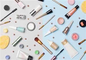 قبل شرائها.. 10 مواد تكشف لكِ مستحضرات التجميل المغشوشة