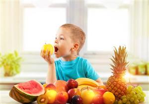 4 فواكه صيفية مفيدة لصحة طفلِك.. كيف تشجعيه على تناولها؟