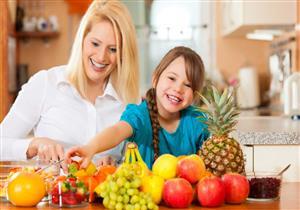 الفواكه الصيفية متنوعة.. أيهم أكثر فائدة لصحة طفلِك؟ (فيديوجرافيك)
