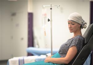 لقاح كورونا لمرضى السرطان.. فعاليته وآثاره الجانبية