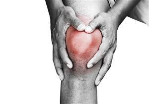 طرق علاج تورم الركبة في المنزل.. متى تزور الطبيب؟
