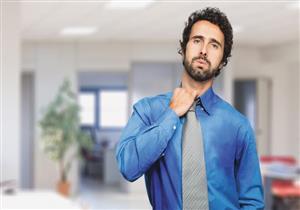خبراء يحذرون: التعرق المفرط قد يكون علامة على التعرض لنوبة قلبية