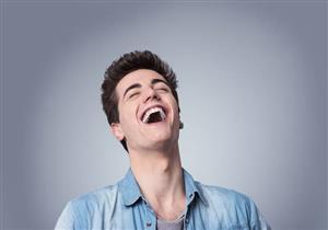 الضحك الهستيري أثناء الجنازات.. عالمة نفس توضح السبب