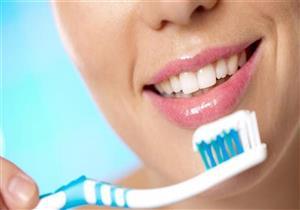 باحثون: تنظيف الأسنان يقي من مرض مزمن يصيب المفاصل