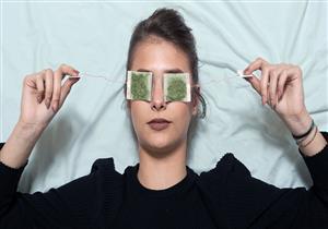 5 طرق طبيعية لعلاج انتفاخ أسفل العين.. بينها أكياس الشاي