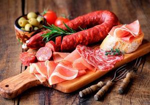علماء يحذرون من تناول الأطعمة الغنية بالدهون.. تهدد بهذا المرض المزمن