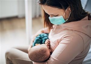 هل الرضاعة الطبيعية آمنة عند إصابة الأم بفيروس كورونا؟.. خبير يجيب