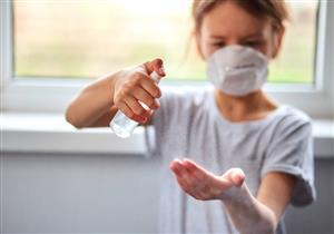 ماذا تفعلين إذا دخل معقم اليدين في عين طفلِك؟