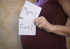 6 خرافات شائعة عن الحمل والولادة والرضاعة.. توقفي عن تصديقها (فيديو)
