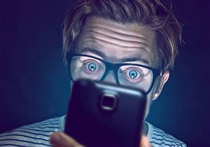 أضرار الهاتف المحمول على العين.. هكذا تتجنبها