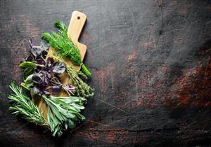 موجودة في مطبخك.. 4 أعشاب مفيدة لصحة الجسم