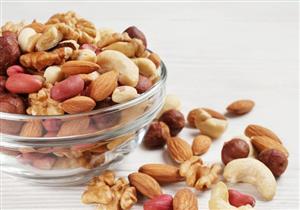 تناول المكسرات يوميًا.. يزيد الوزن أم ينقصه؟