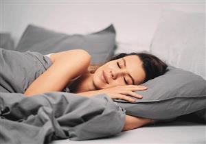 بمناسبة يومه العالمي..هل النوم على الجانب الأيسر يضر بصحة القلب؟