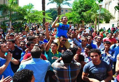 طلاب الإخوان بجامعة القاهرة: ''مرسي رجع من تاني''