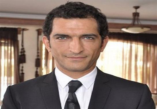 نشطاء يتهمون عمرو واكد بالخيانة