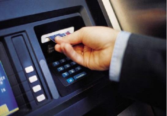 المركزي يمد إلغاء الرسوم على السحب النقدي من البنوك لمدة 6 شهور