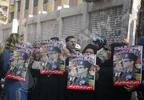 المصريون يبحثون عن الأمل في ''الطابور السادس''