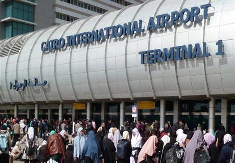 منع راكبين مصريين من السفر والقبض على ثالث بمطار القاهرة